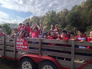 A school field trip from Dalton, Ga taking the wagon ride